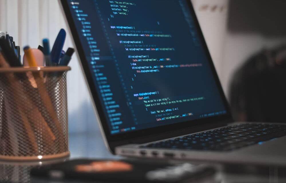desenvolvimento-de-software-terceirizar-ou-fazer-internamente